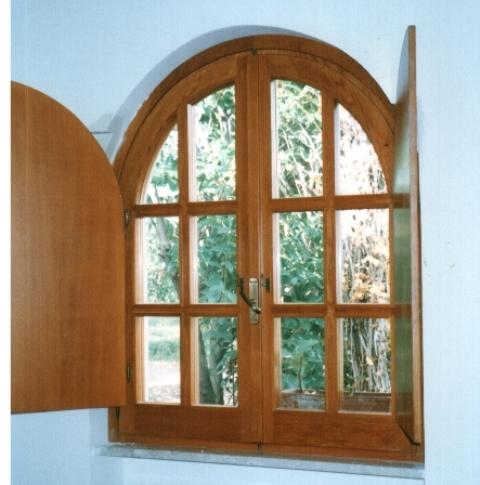 Alcune realizzazioni della falegnameria falegnameria - Finestre stile inglese in legno ...